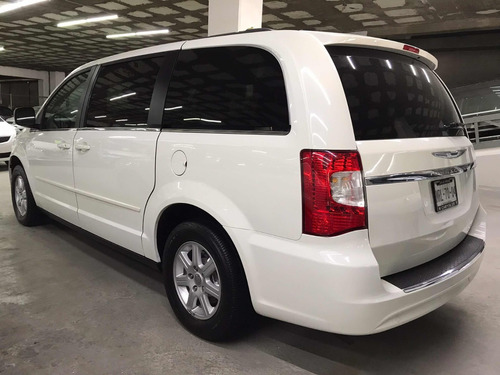 chrysler town & country lx aut ac 2013