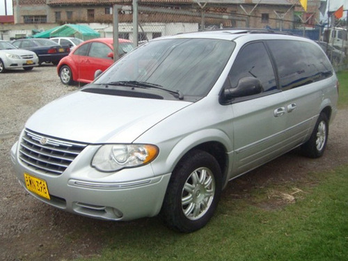 chrysler town & country modelo 2005.