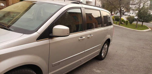 chrysler town & country signature series
