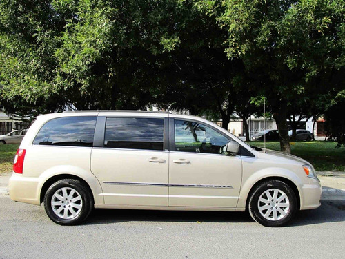 chrysler town & country touring 2014 color arena