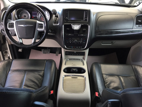 chrysler town&country limited 2013