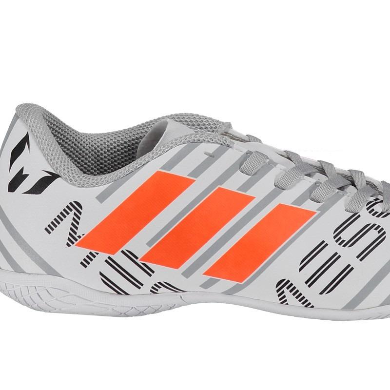 2ad68a1c48dbc chuteira adidas nemeziz messi 17.4 in futsal juvenil branca. Carregando zoom .
