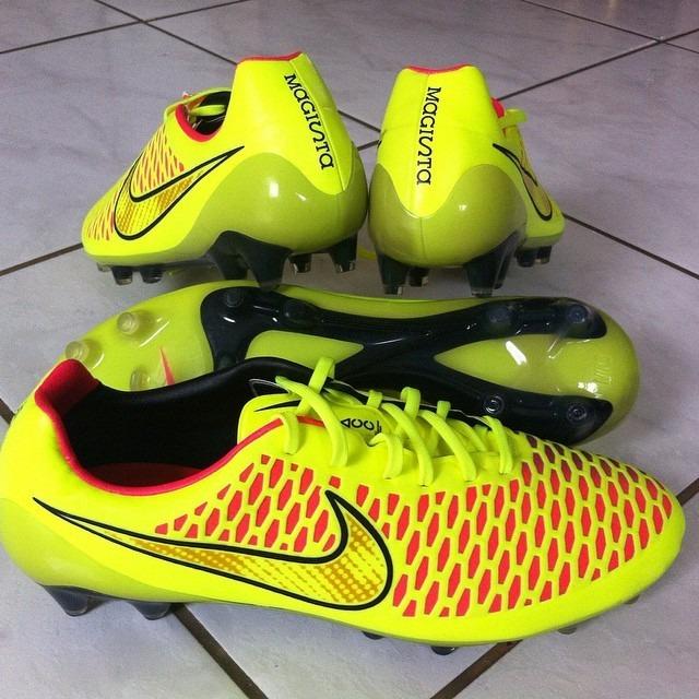 4aa0f8509d Chuteira Campo Nike Magista Opus Fg - R  378