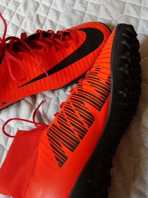 5bd7ab2e1e08c Chuteira Nike Com Meia Acoplada Nova   Original - R  350