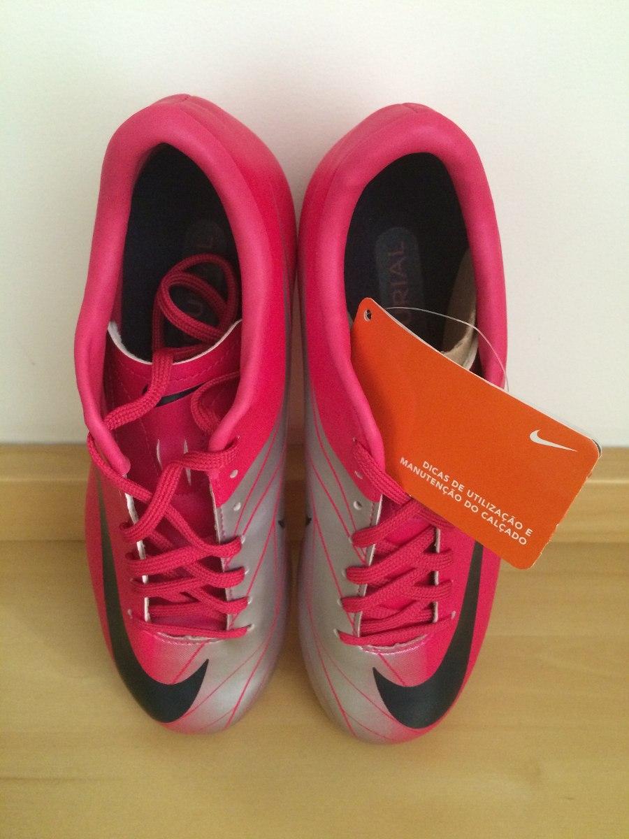 6fdfb3bcbc7c5 Chuteira Nike Mercurial Rosa - Campo - R$ 315,00 em Mercado Livre
