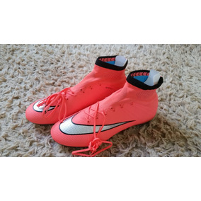 a5e5fab34636b Chuteira Nike Mercurial Rosa Campo - Esportes e Fitness no Mercado Livre  Brasil