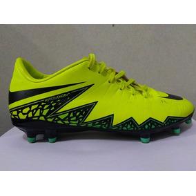 0e9f0a3a12ead Chuteira Infantil Da Nike Hypervenom Tamanho 32 - Esportes e Fitness no  Mercado Livre Brasil