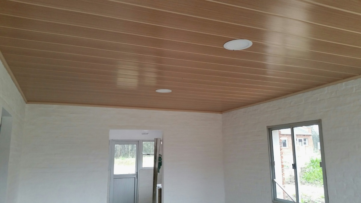 Cielorraso de pvc color roble imitaci n madera 299 for Terminaciones de techos interiores