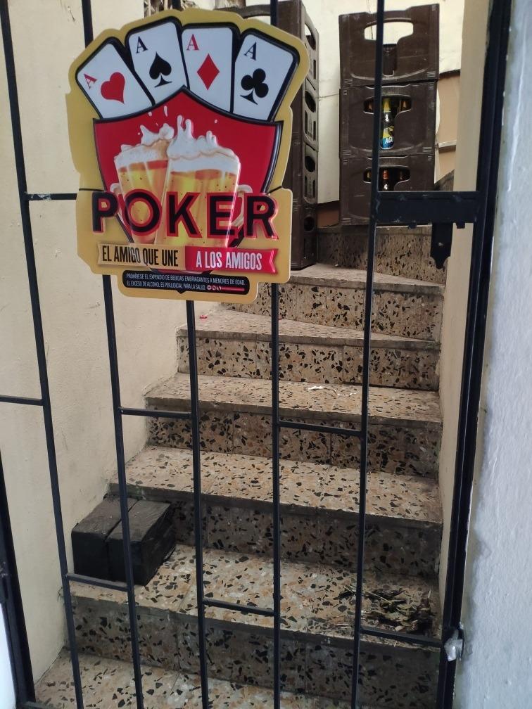 cigarreria con excelente ubicación en castilla.
