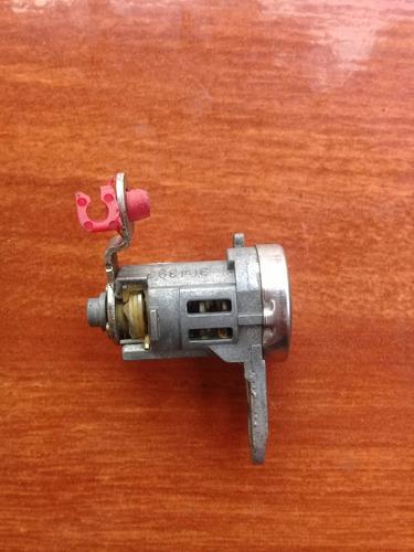 cilindro de puerta delantera derecha mitsubishi tauring