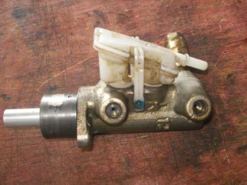 cilindro mestre de freio  corsa 1.6 16v 1999