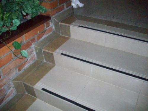 cinta antideslizante adhesiva escaleras rampas rollo x 20mt