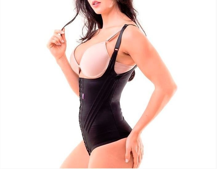 c0fb63c11 Cinta Modeladora Feminina Body Com Alça - Miracle Belt - R  319