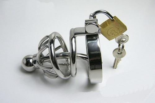 cinturón de castidad metalico masculino con cateter a1