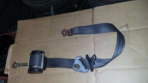 cinturon de seguridad delantero derecho  nissan platina.