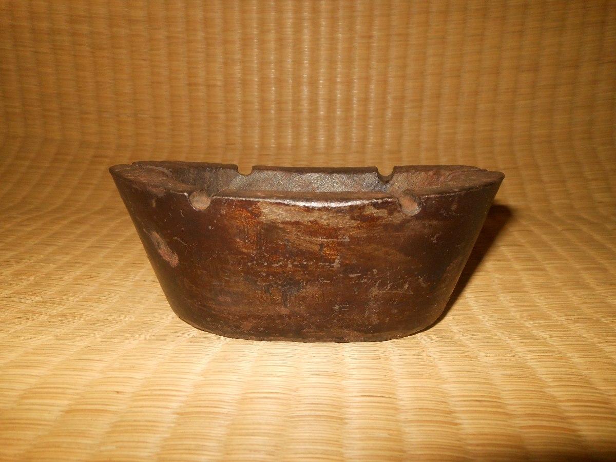 http2.mlstatic.com/cinzeiro-antigo-de-ferro-fundido-rustico-pesado-cigarro-D_NQ_NP_294325-MLB25420983947_032017-F.jpg