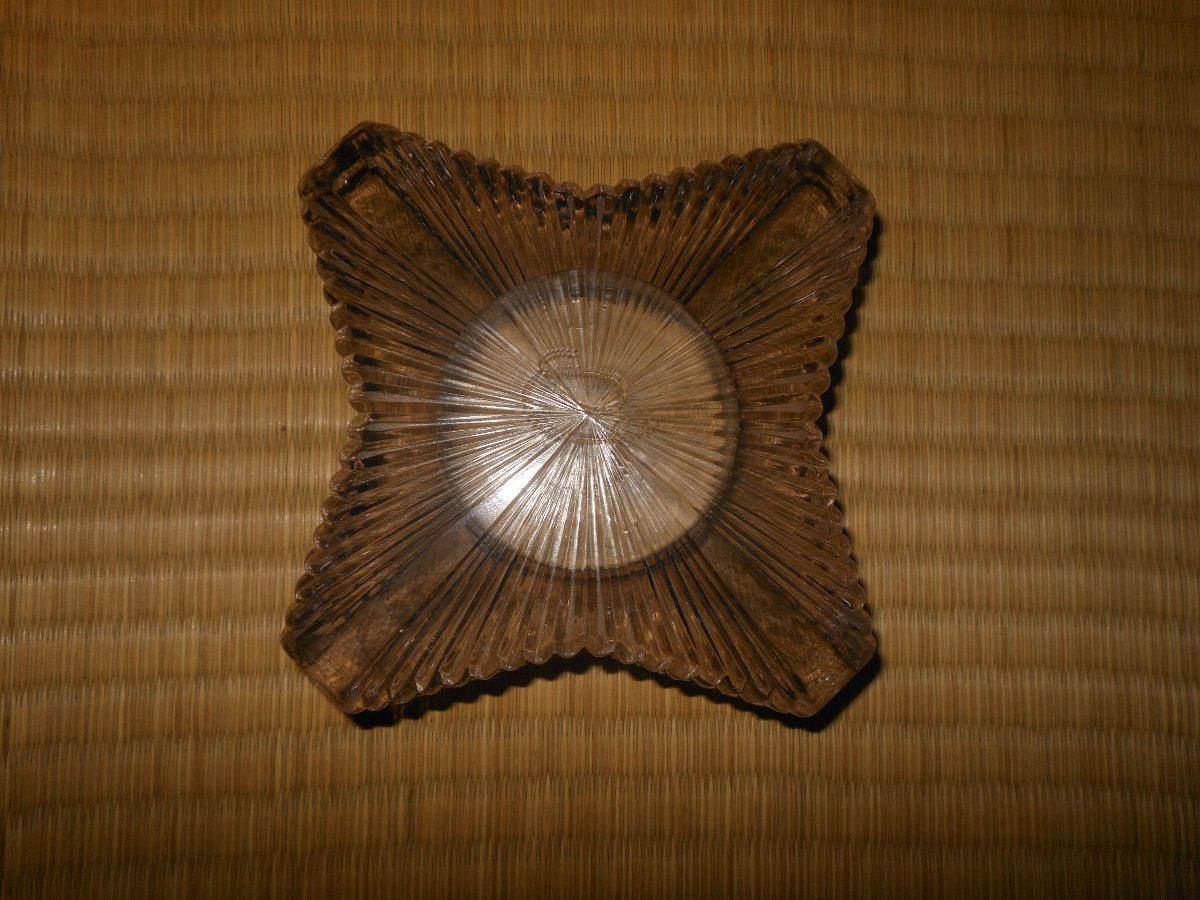 http2.mlstatic.com/cinzeiro-antigo-de-vidro-pesado-naja-vintage-cigarro-retr-D_NQ_NP_277125-MLB25387193396_022017-F.jpg