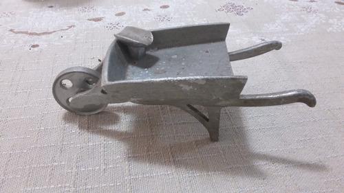 cinzeiro (carrinho de mão de pedreiro )