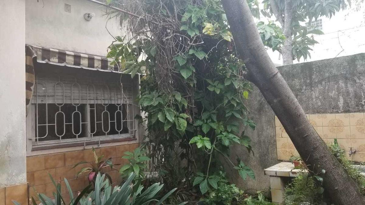 ciudad jardin a la venta chalet de 4 ambientes cochera al frente; jardin al frente living comedor muy amplio f: 7986