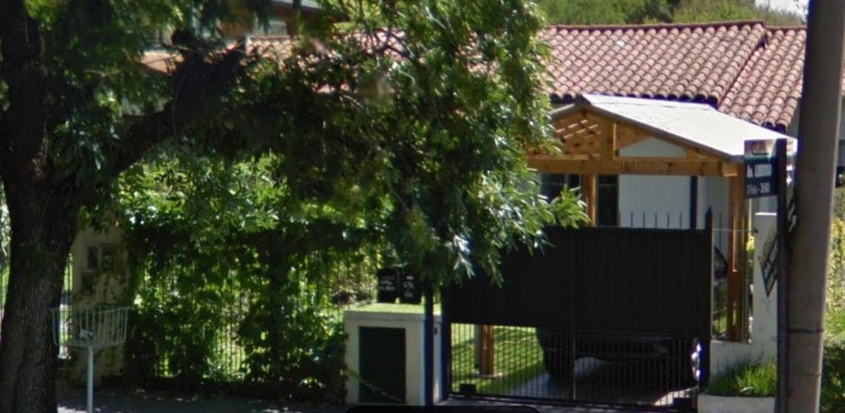 ciudad jardin: chalet de 7mx27m; amplio jardín al frente,living -comedor , dos dormitorios cocina comedor diario, cocina , baño completo patio y fondo.-    f: 7703
