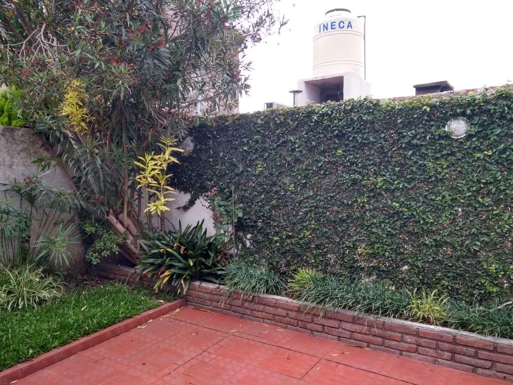 ciudad jardin: chalet sobre lote de 10x20, cubiertos 140m2 coch 2 autos. permuto por mayor valor!!! f: 7811