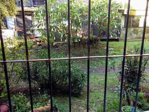 ciudad jardín: departamento de tres ambientes en muy buen estado: planta baja living - comedor , balcón con rejas,dos dormitorios uno con placard , cocina totalmente amoblada,  f: 7769