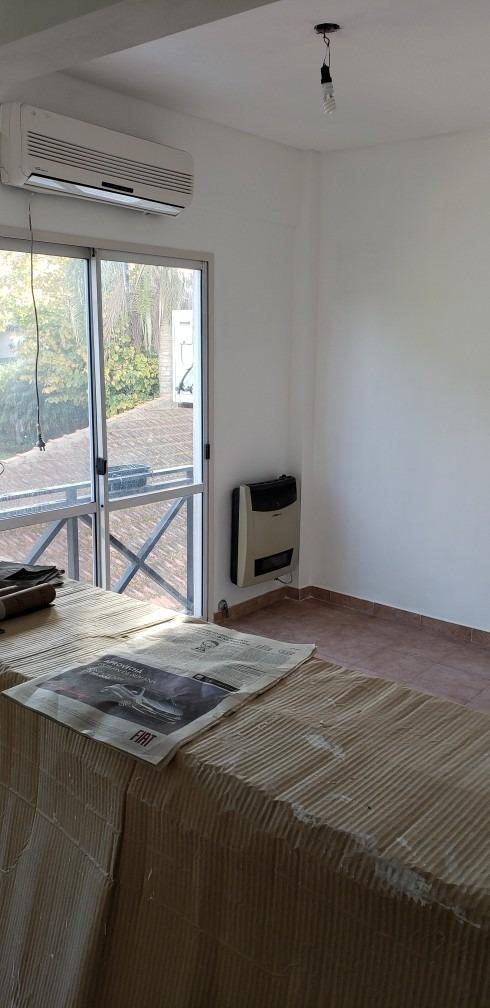 ciudad jardin: hermoso departamento de 2 ambientes con balcon frances al contrafrente; a metros de la estacion el palomar f: 8070
