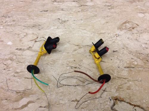 cj com 2 postes sinaleiros eletricos- esc:ho 1/87
