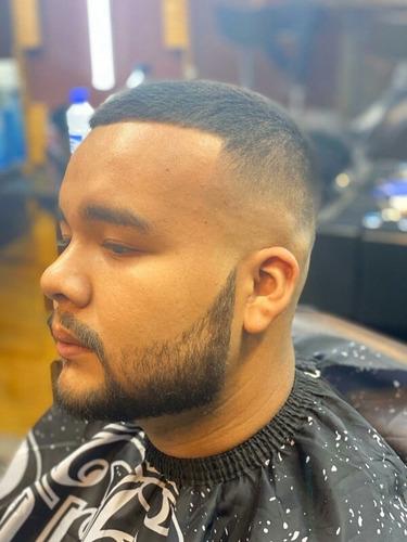 clase de barberia y servicio de barberia