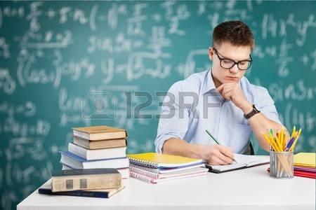 clase virtual o presencial matemáticas, química y física.