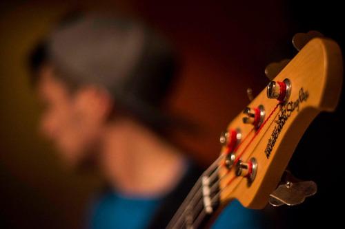 clases de dj,canto, ukelele, piano, bajo,guitarra zona oeste