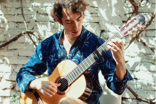 clases de guitarra clásica y/o acústica on-line.