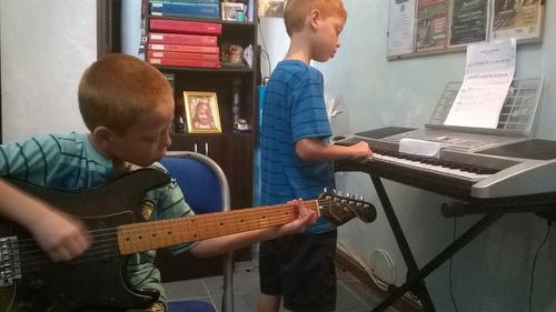 clases de guitarra,ukelele, bajo,órgano. consulta!!!
