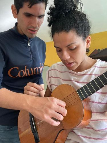 clases de música guitarra y piano