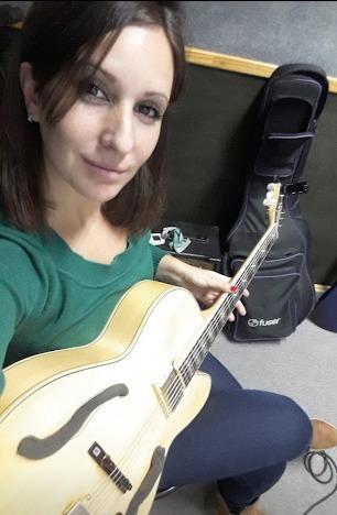 clases de ukelele y guitarra