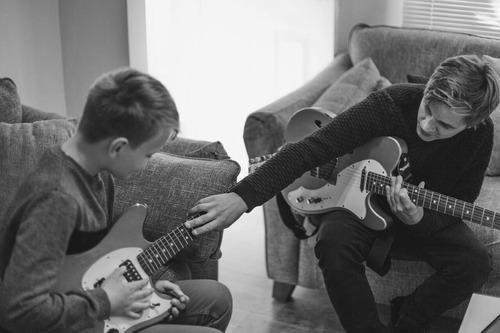 clases guitarra,bajo ,ukulele  .  y online   .   calibracion