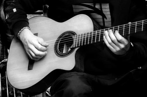 clases online de guitarra teclado bajo en liniers mataderos