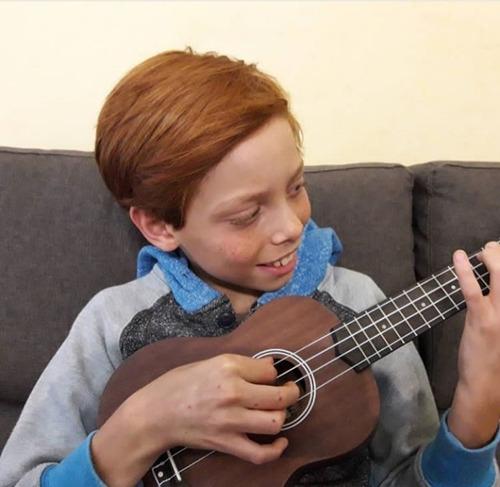clases online y presenciales de guitarra,ukelele,bajo,