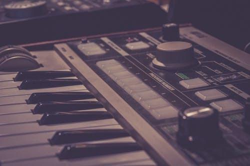 clases particulares música electrónica: techno, house, edm
