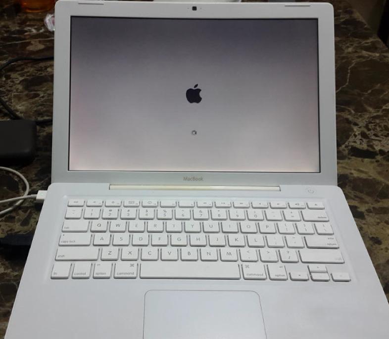 clasica macbook blanca 4 1 2008 13 pulgadas 4gb ram 2 4 ghz 3 en mercado libre. Black Bedroom Furniture Sets. Home Design Ideas