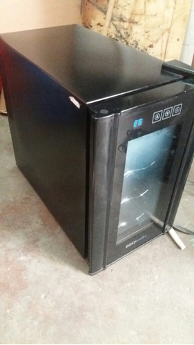 climatizador termoelétrico  de vinhos 8 garrafas.
