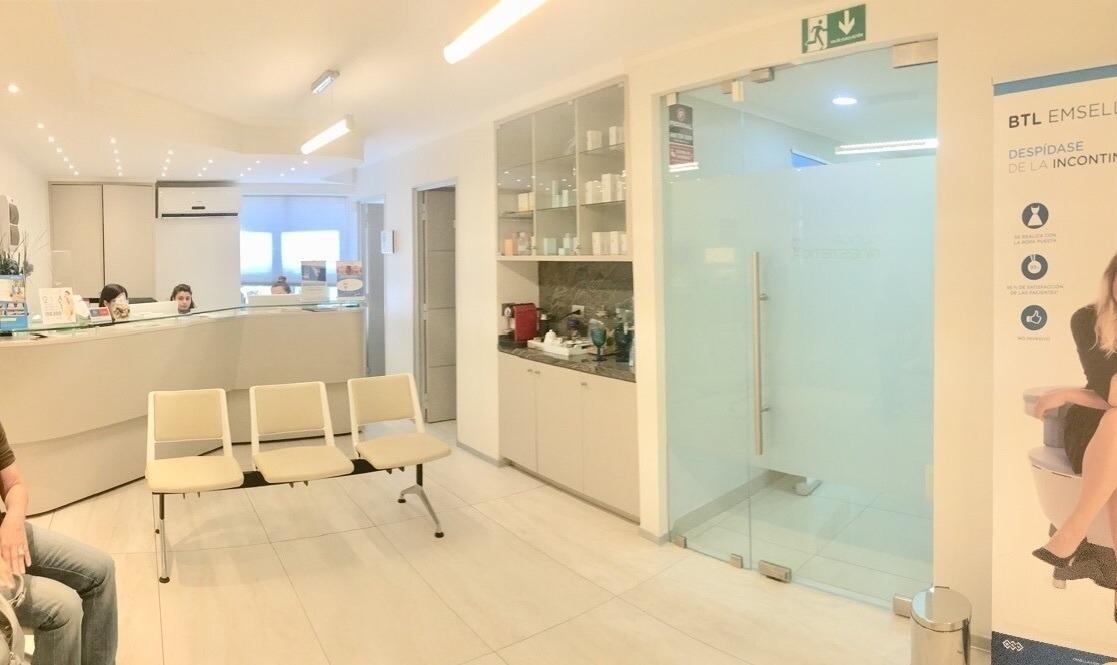 clínica médica con 3 salas de procedimientos