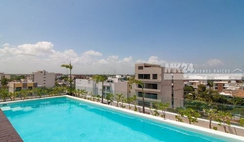close to  5ta avenida and just a minute from the beach