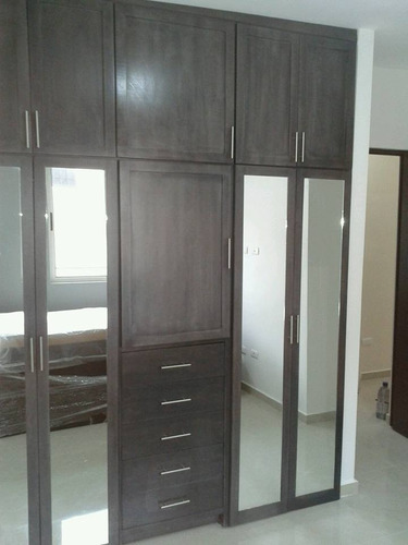 Closet completo con puertas de espejo ancho de for Buscar closet madera