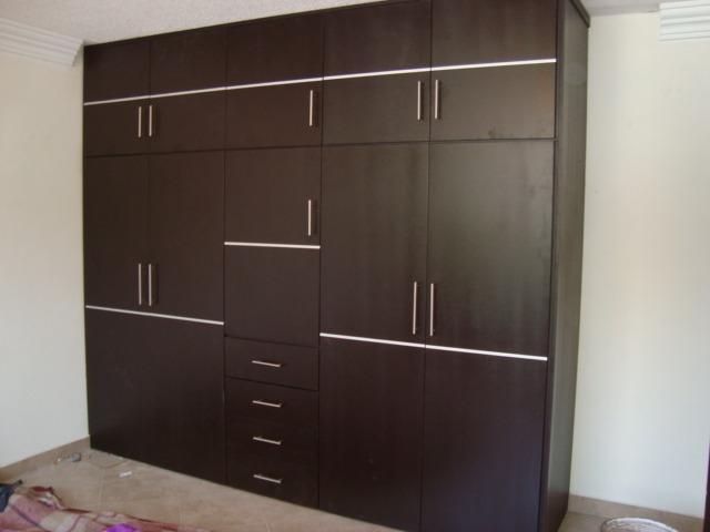 Closets armados en madera 100 natural 7 en for Modelos de closets para dormitorios modernos