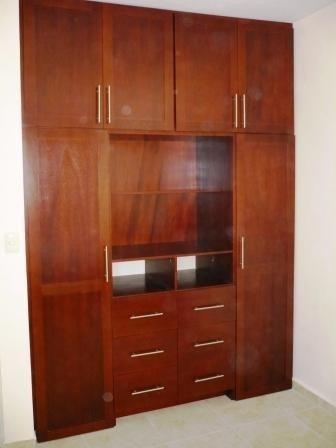 closets.  armados en madera 100% natural