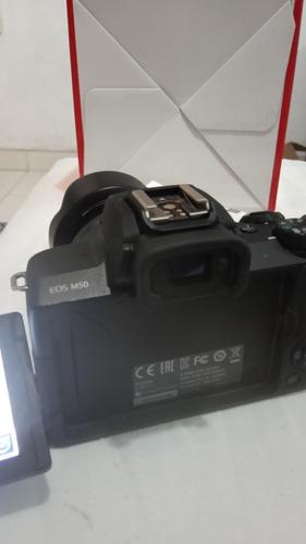 câmera canon eos m50 com lente e controle
