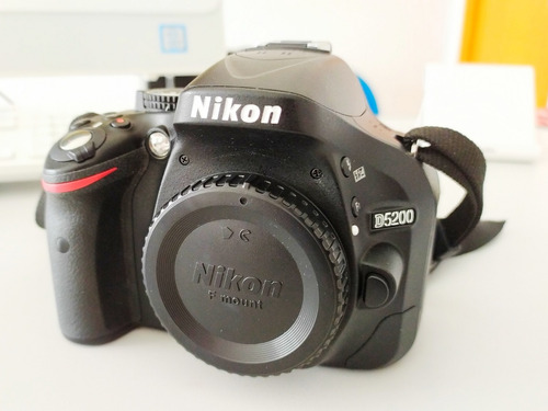 câmera nikon d5200 + lente 18-55 vr + tripé + bolsa