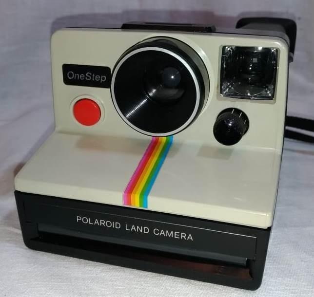 3c8ccbdf1f6ac Câmera Polaroid Onestep Em Estado De Nova - R  300