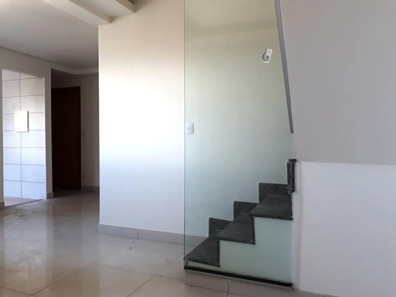 cobertura com 3 quartos, suíte e 3 vagas paralelas e cobertas, no bairro salgado filho. - 1306